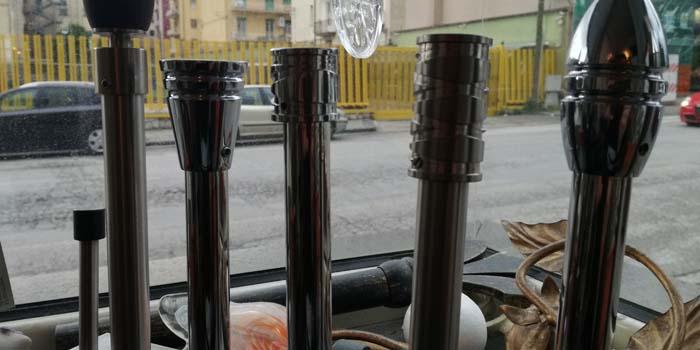vari bastoni in acciaio strada auto