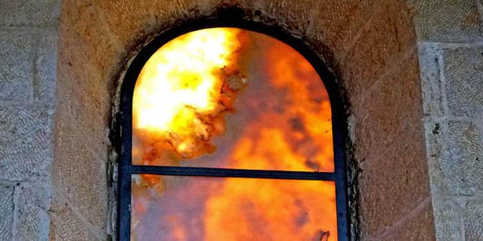 fuoco fuori dalla finestra